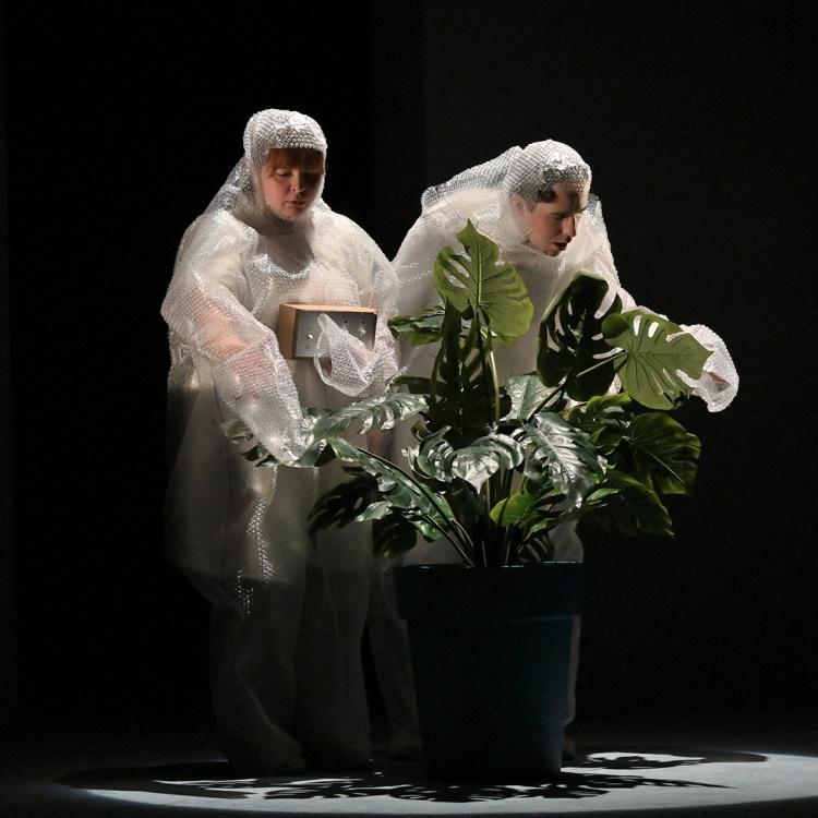 Spectacle Attention : Fragile: Samsara Théâtre en coproduction avec L'Arrière Scène présenté au Carré 150  de Victoriaville